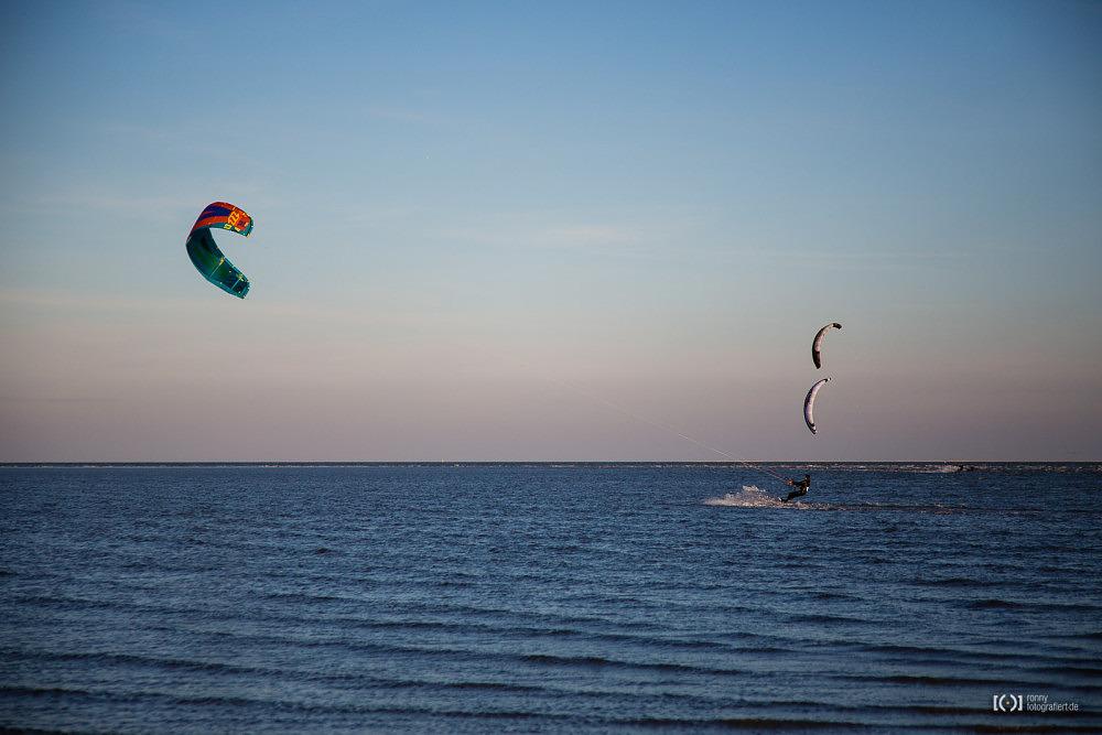 Foto Kitesurfen am Strand von Schillig von Ronny Walter