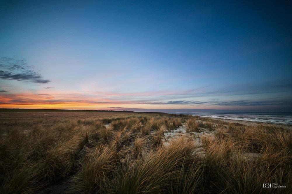 Foto Sonnenuntergang am Strand von Schillig von Ronny Walter