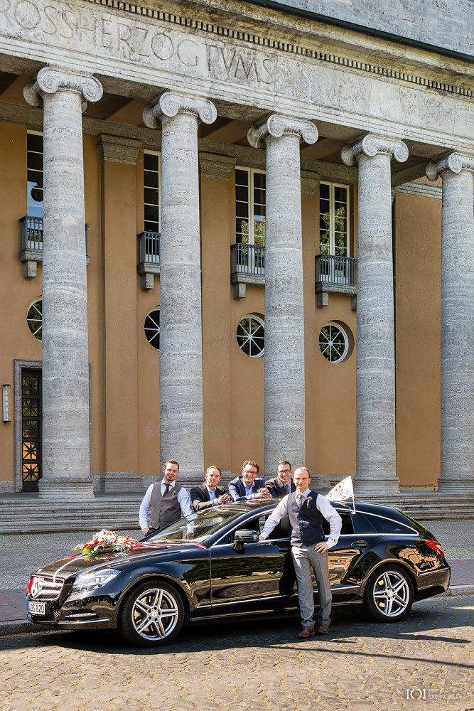 Foto Hochzeitsfotos vor dem alten Staatsministerium Oldenburg von Ronny Walter