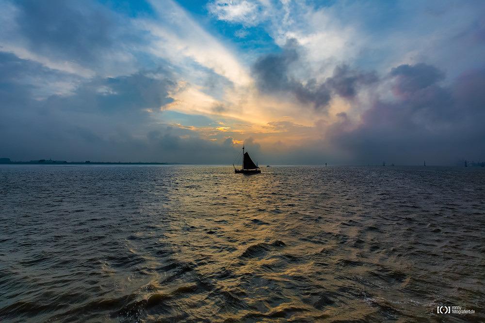 Foto Segelschiff im Sonnenuntergang bei der Sail 2015 Bremerhaven von Ronny Walter