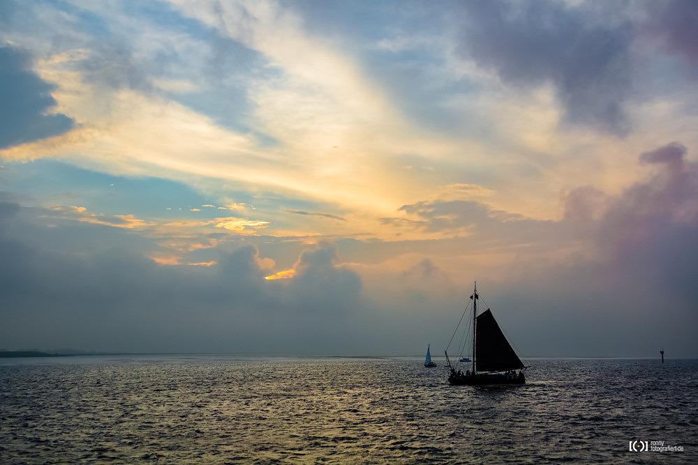 Foto Segelschiff im Sonnenuntergang bei der Sail 2015 Bremerhaven von Bärbel Stork