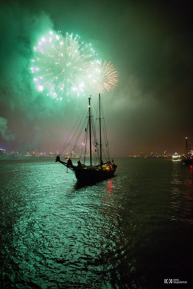 Foto Feuerwerk bei der Sail 2015 Bremerhaven von Ronny Walter
