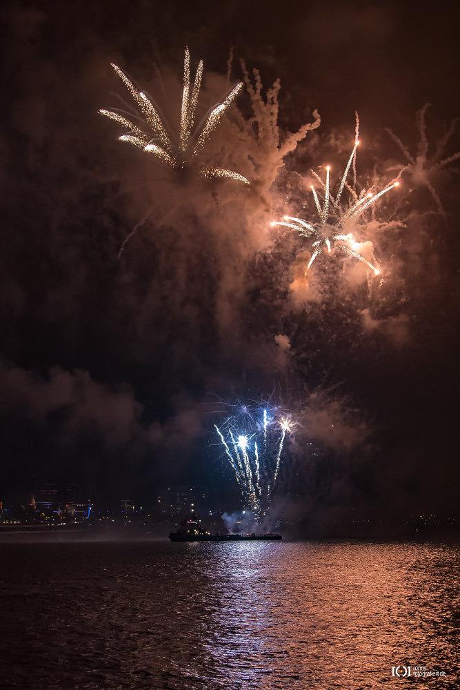 Foto Feuerwerk bei der Sail 2015 Bremerhaven von Bärbel Stork