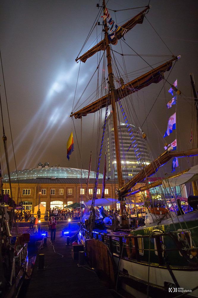 Foto Sail 2015 Bremerhaven bei Nacht von Ronny Walter