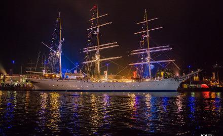 Foto Statsraad Lehmkuhl auf der Sail 2015 Bremerhaven bei Nacht von Ronny Walter