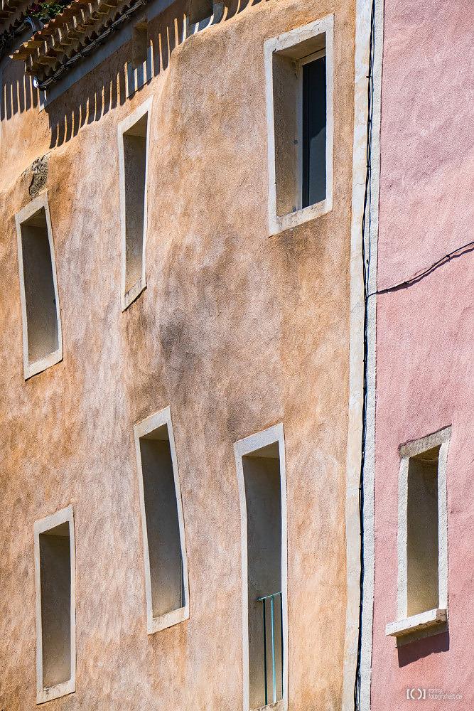 Foto Fassaden in Montbrun-les-Bains von Bärbel Stork