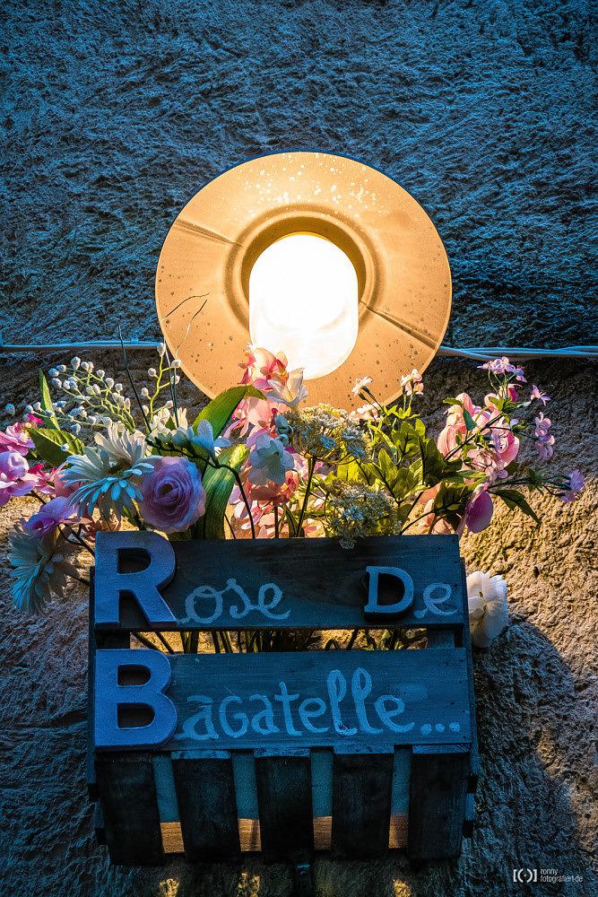 Foto Geschmückter Hauseingang in der Provence von Bärbel Stork