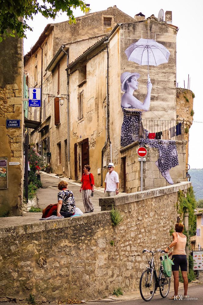 Foto Straßenkunst in Bonnieux von Bärbel Stork