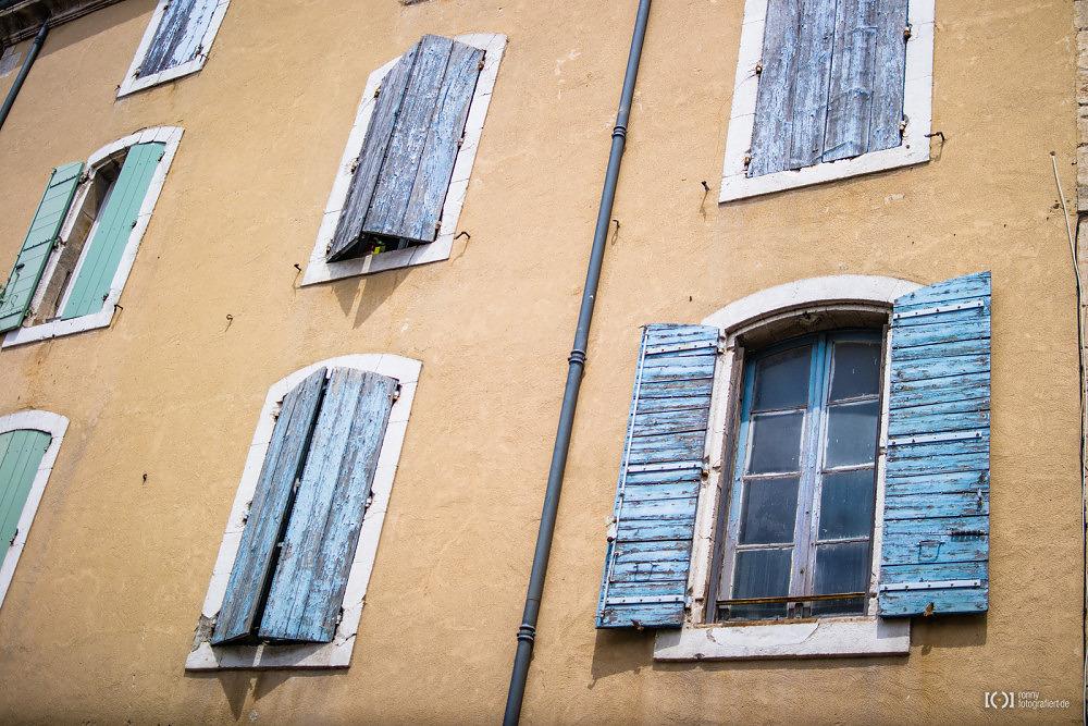 Foto Typische Fensterläden in Bonnieux von Ronny Walter