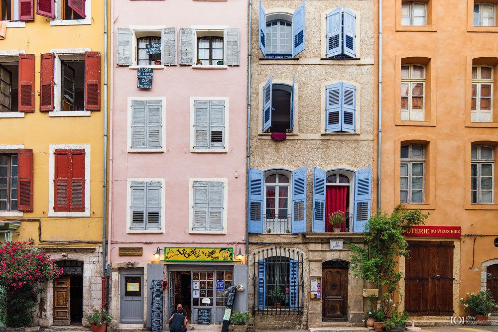 Foto Häuserzeile in Riez von Ronny Walter
