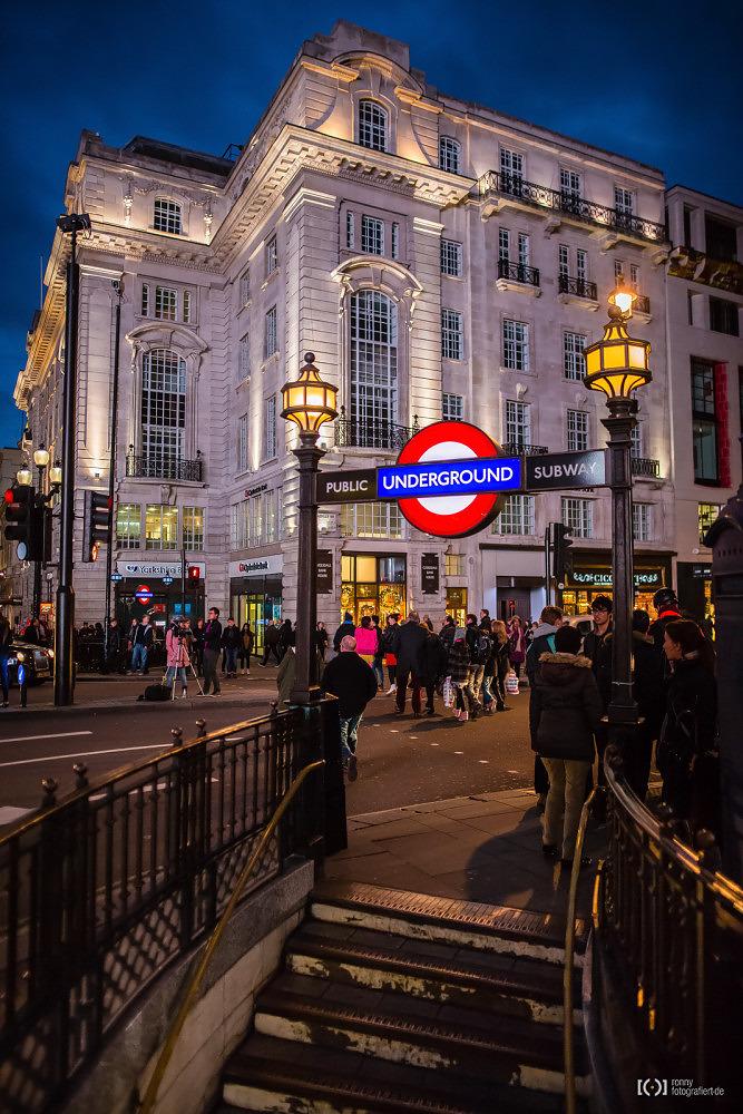 Foto Piccadilly Circus Underground von Ronny Walter