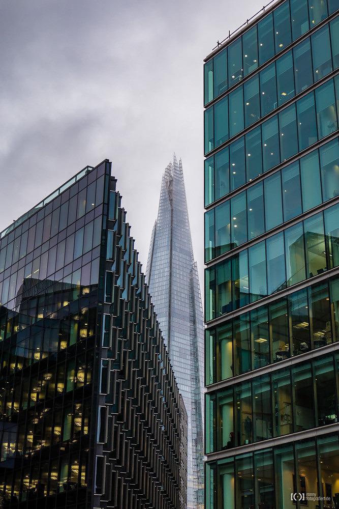 Foto London Architektur, im Hintergrund The Shark von Bärbel Stork