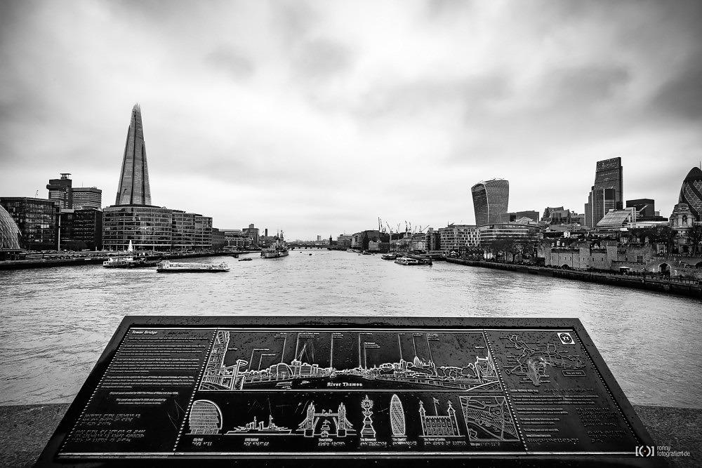 Foto Sightseeing Panorama an der Tower Bridge von Ronny Walter