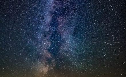 Foto Perseiden Sternschnuppe mit Milchstraße über der Wesermarsch von Ronny Walter