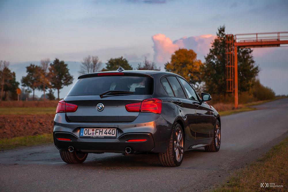 Foto BMW M140i Mineralgrau metallic Heck von Ronny Walter
