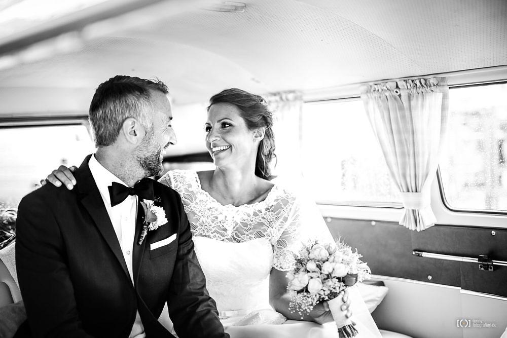 Foto Hochzeitsfotos im Bulli von Ronny Walter